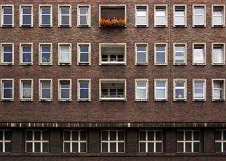 Soirée Fenêtres sur cour... / «Dans les murs» -  Cie Jabberwock